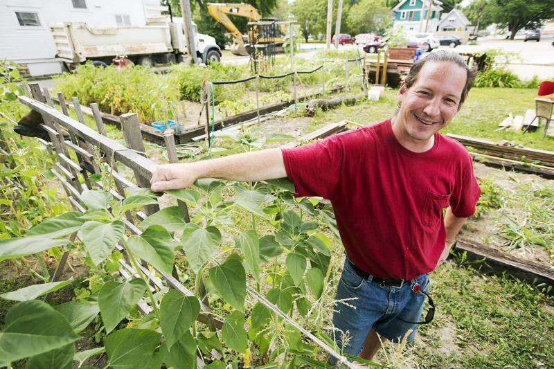City threatens to level urban gardener's crop in Cedar Rapids