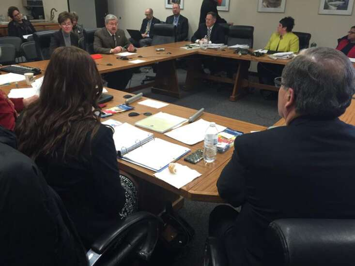 Education board implores governor, lawmakers to fund early reader program