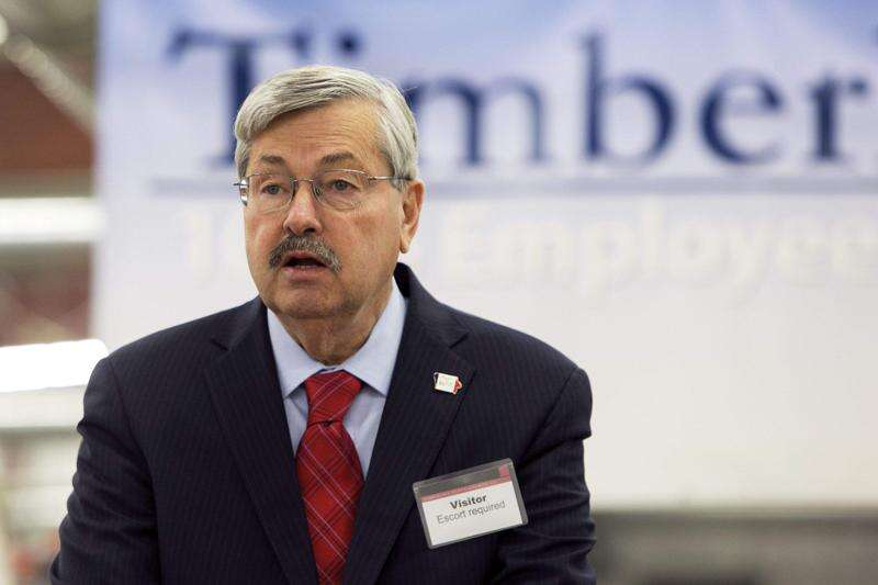 Branstad praises Iowa regents' two-year funding plan