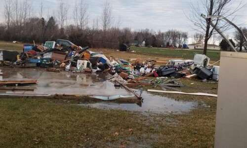 Tornado ousts tenants from Oelwein apartments