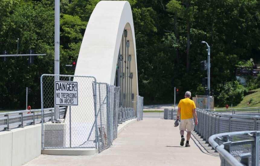 Iowa City fixes Park Road bridge to discourage skateboarding on arches
