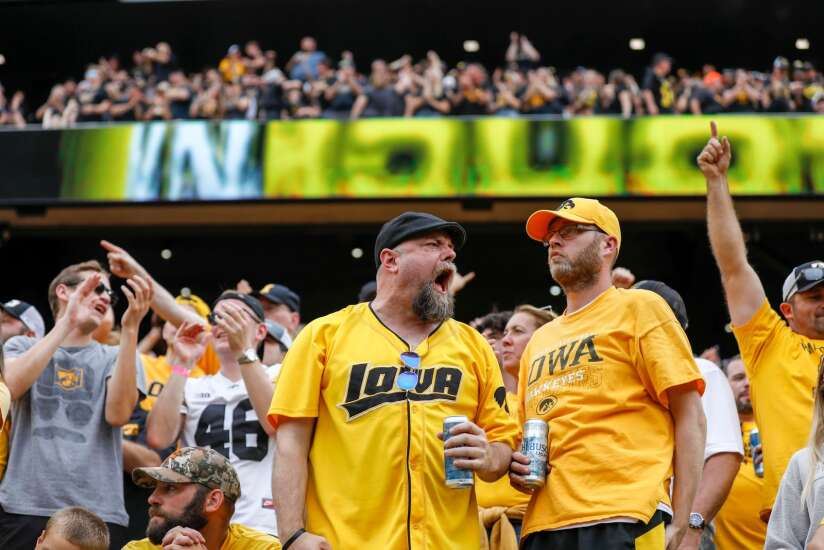 No. 2 Iowa Hawkeyes handle lots of noise, literally and figuratively