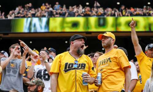 No. 2 Hawkeyes handle noise, literally and figuratively
