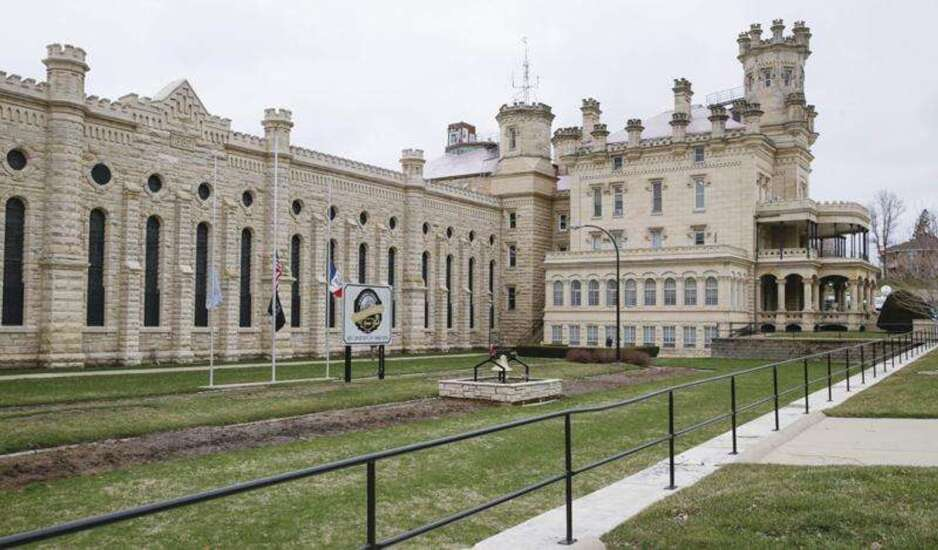 Another Anamosa prison officer assaulted
