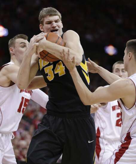 McCaffery defends Woodbury from Dakich accusations