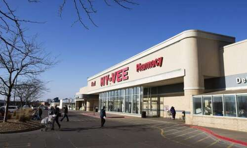 Hy-Vee to distribute free masks in stores