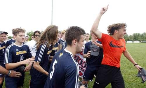 Iowa City Regina vs. Waterloo Columbus: Class 1A boys' state…