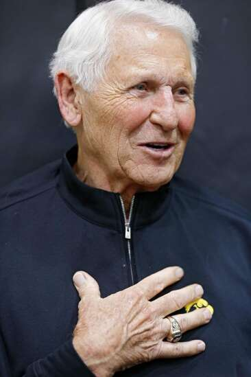 Lute Olson returns with Ronnie Lester for Iowa game