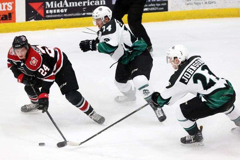 Cedar Rapids RoughRiders lose to Chicago in OT, 4-3