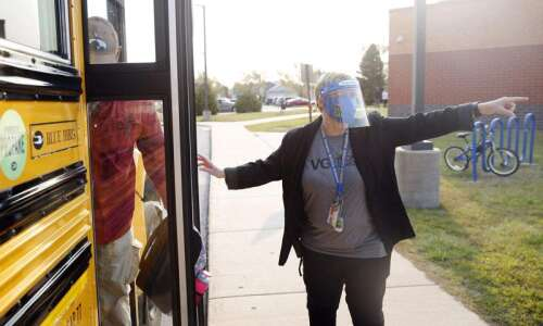 Cedar Rapids students to continue wearing masks