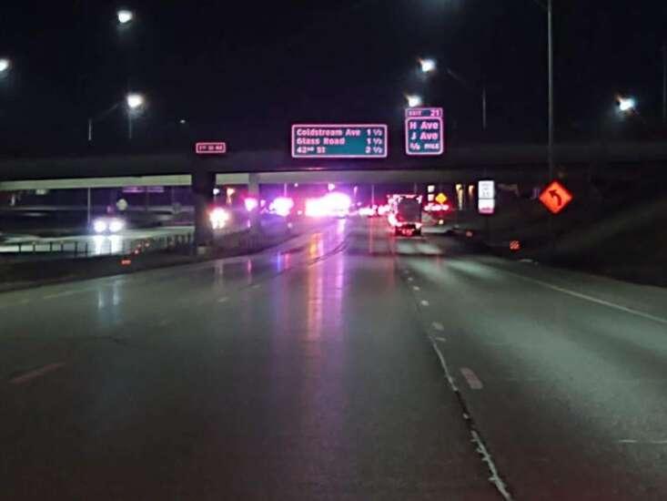 1 killed, 3 injured in overnight crash on I-380 in Cedar Rapids