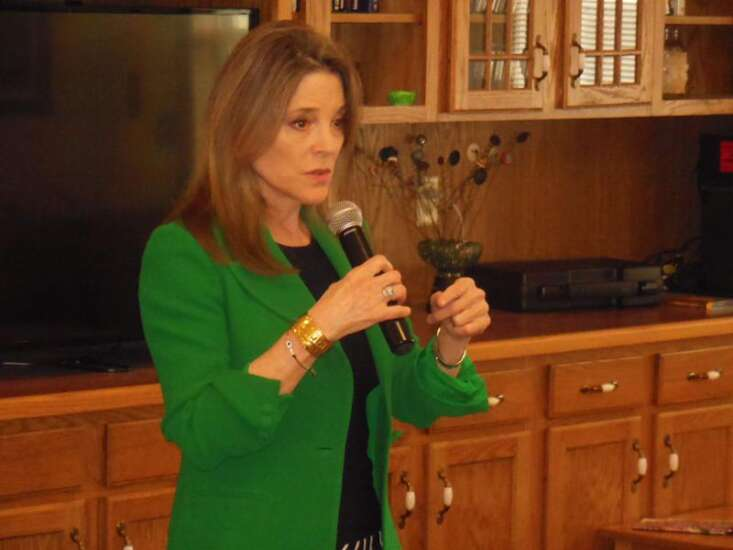 Presidential candidate Marianne Williamson moves to Des Moines