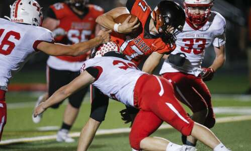 Stunning trick play and stunning late win for Cedar Falls