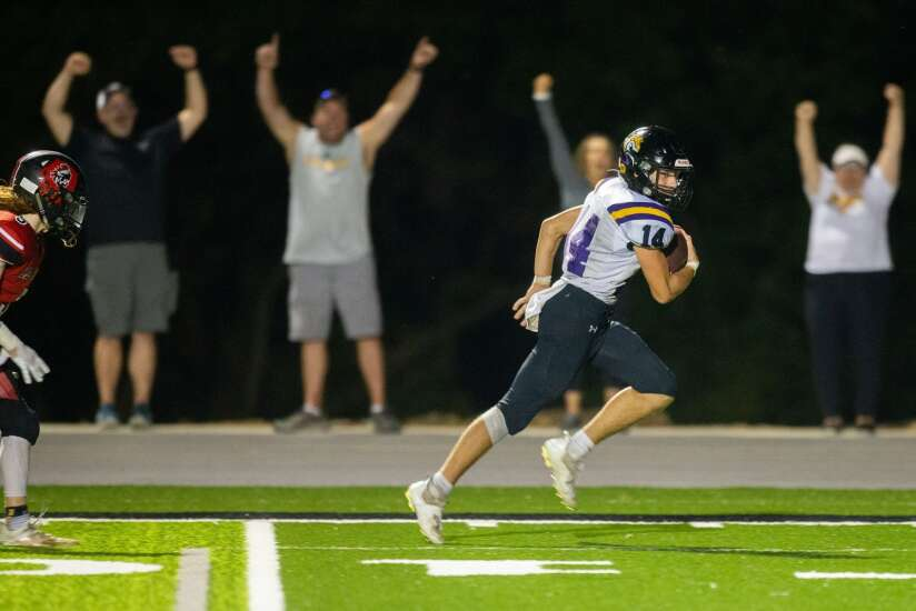 Sigourney-Keota demolishes Centerville in battle of ranked football teams