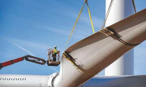 'Green' Iowa wind energy sending many giant blades to landfills