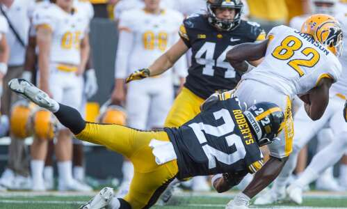 Eerie? Terry Roberts gives Bob Sanders vibes to Hawkeyes
