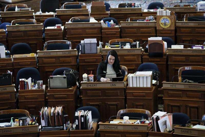 Iowa lawmakers grant powers to governor Legislature suspends session until April 25