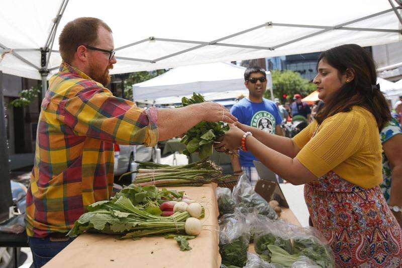 Downtown Cedar Rapids Farmers Market returns to pre-pandemic format