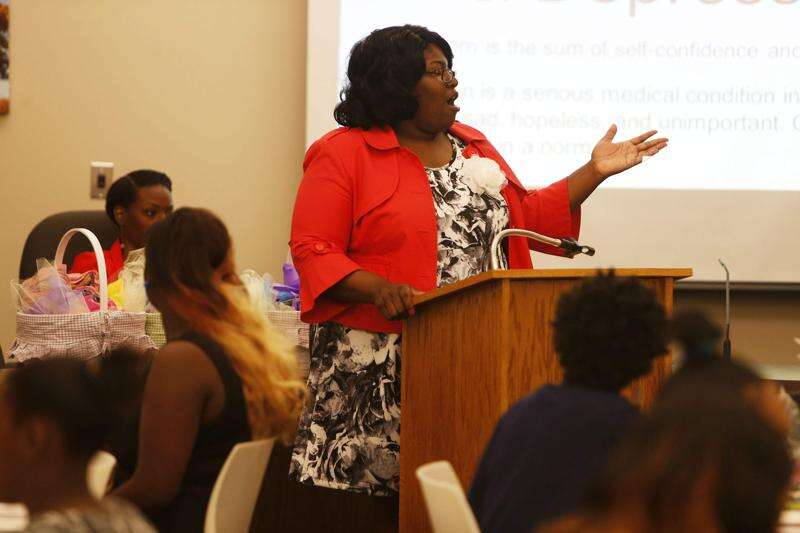 Iowa City school board member LaTasha DeLoach to resign