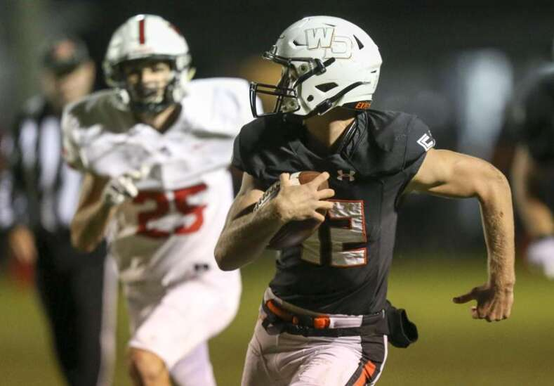 West Delaware pounds Western Dubuque to move to 3A football round of 16