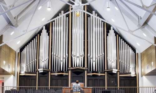 Cedar Rapids church dedicates new 3,000-pipe organ
