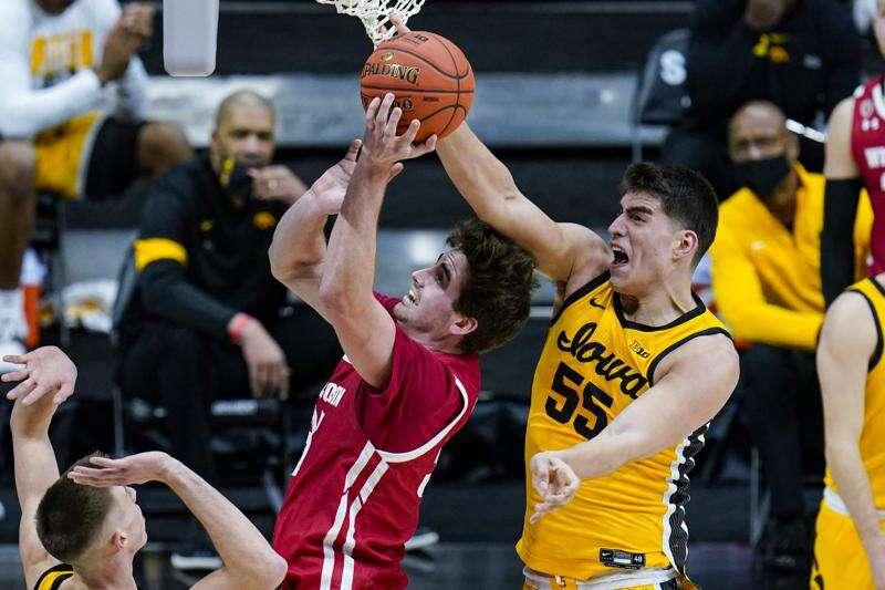Iowa Hawkeyes block and defend their way past Wisconsin in Big Ten tournament