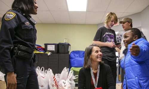 For 250 elementary students, gifts of warmth from Cedar Rapids…
