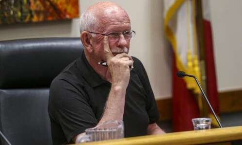 Coralville council member who called Black Lives Matters protesters 'criminals'…