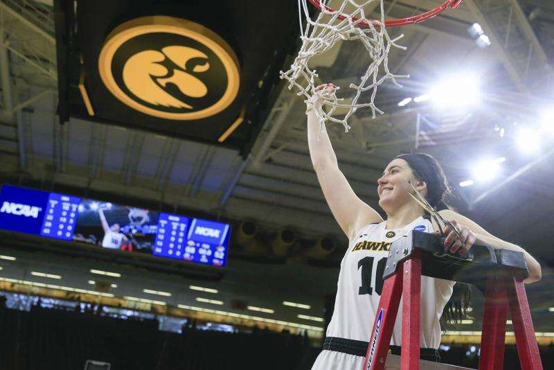 Iowa sprints away from Missouri, marches to the Sweet 16