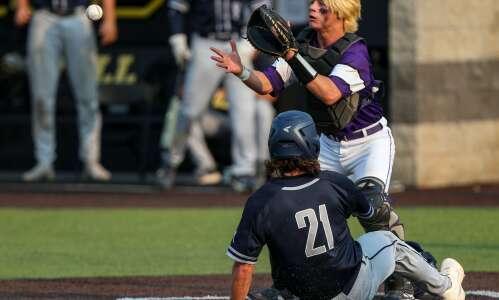 Cedar Rapids Xavier wins state baseball quarterfinal in convincing fashion