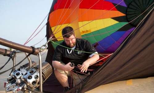 Johnson County balloon pilot gets national safety award