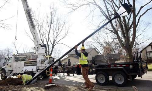 Alliant Energy works to repair 'thousands' of Cedar Rapids streetlights…