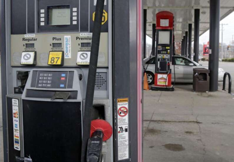 Iowans driving more, buying new vehicles