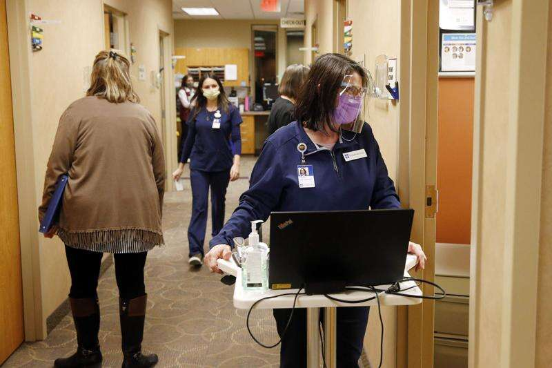 With a rush for appointments, Linn County begins vaccination for residents 65 and older