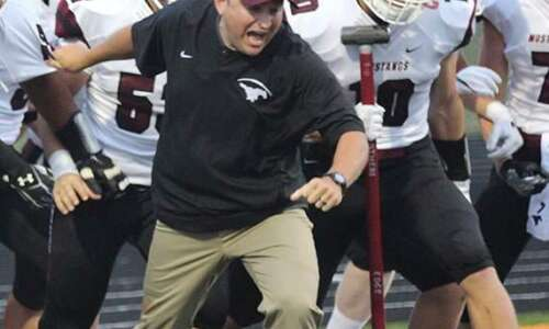 """Mount Vernon football bringing the """"hammer"""" every day"""