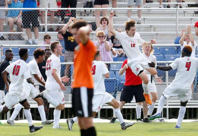 Iowa City High gets dramatic winner from Jackson Meyer for state title game spot