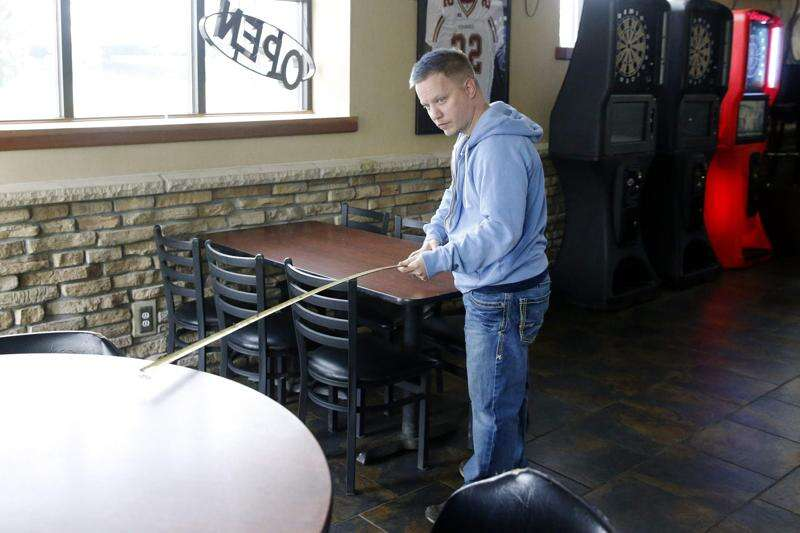 Iowa cracking down on social distancing in bars, restaurants