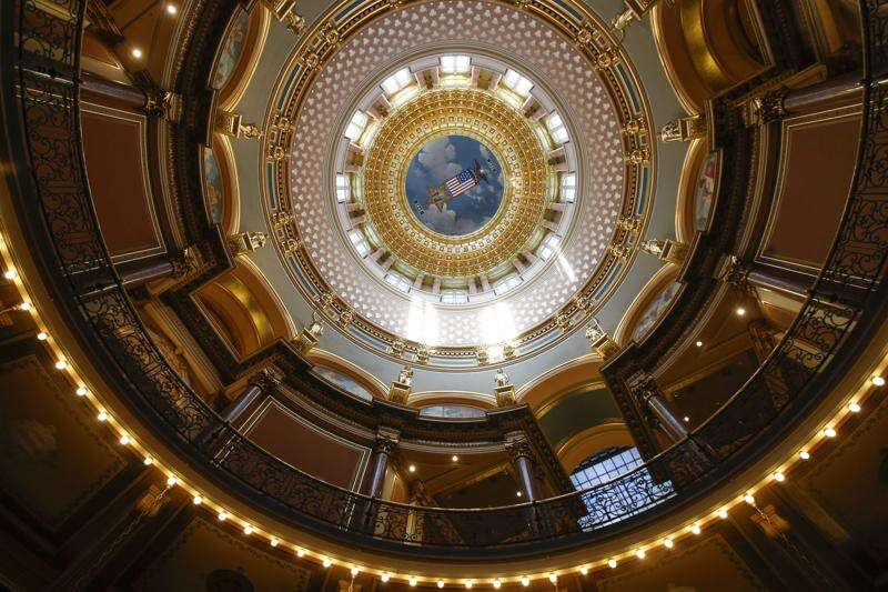 Close schools for a month, Iowa governor recommends