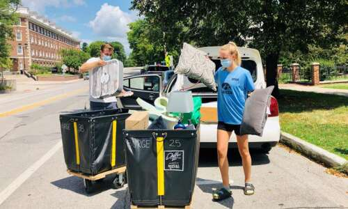 Iowa university students return to dorms with no COVID restrictions