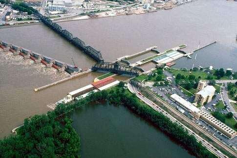 Funding shortfall leaves aging Mississippi locks and dams vulnerable