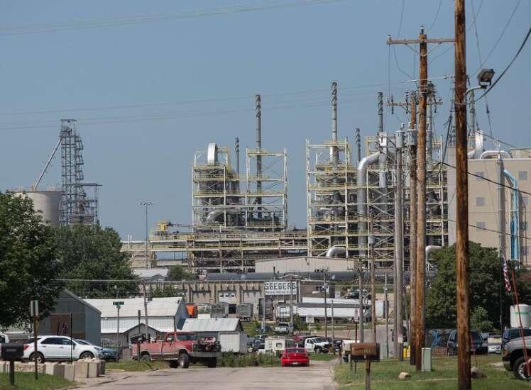 Senators pressure Trump to reject ethanol change