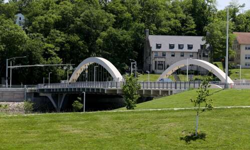 Iowa City hopes Park Road Bridge changes will stop skateboarders