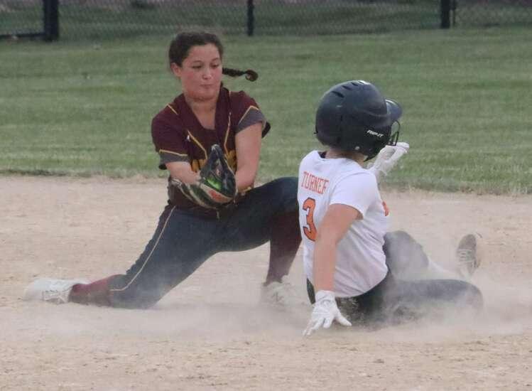Washington softball sweeps Mt. Pleasant