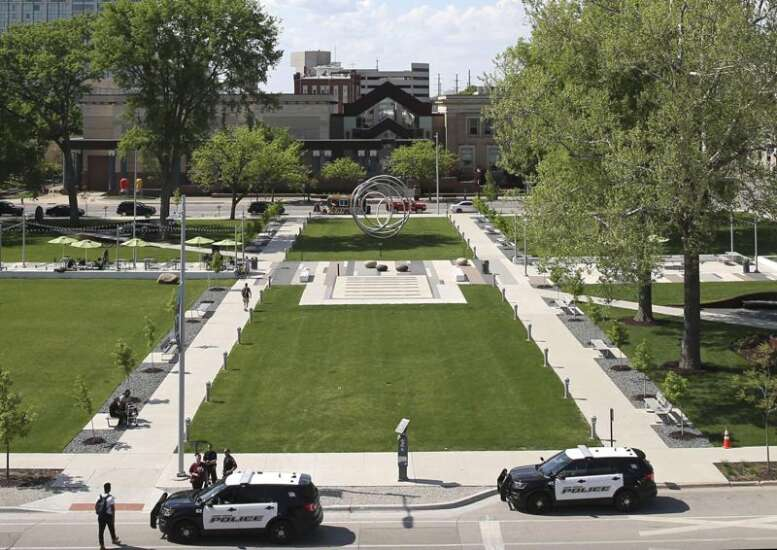 'Downtown ambassadors' intended to de-escalate problems at Greene Square, Cedar Rapids library