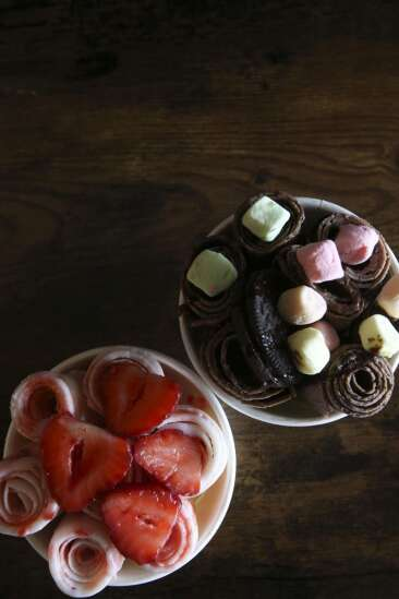 Cedar Rapids Hi Tea cafe offers bubble tea and rolled ice cream