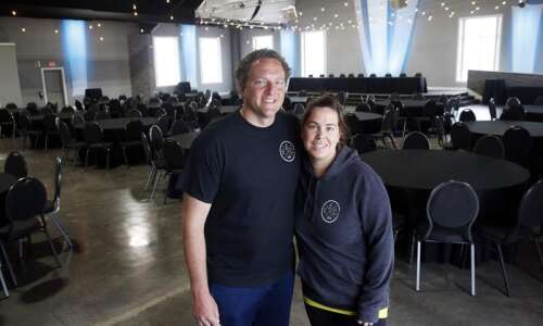 No weddings? Iowa bakers, photographers, event center owners wait it…