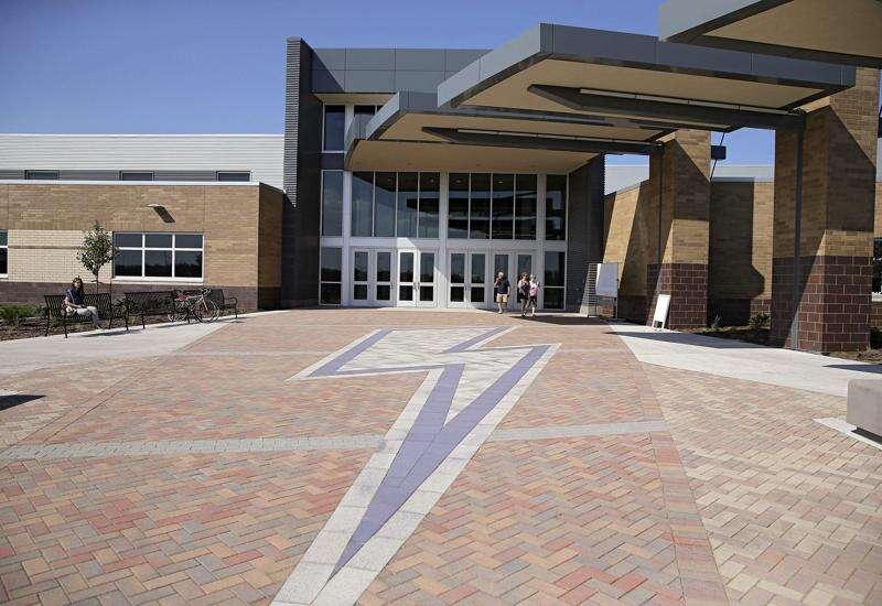 Former Iowa City mayors endorse school bond