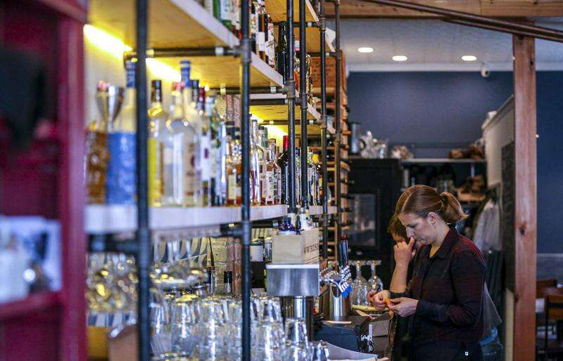 Bars, restaurants in Iowa can now sell liquor, wine to go