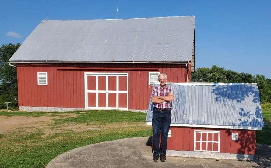 'Finicky' Finney builds replicas of barn
