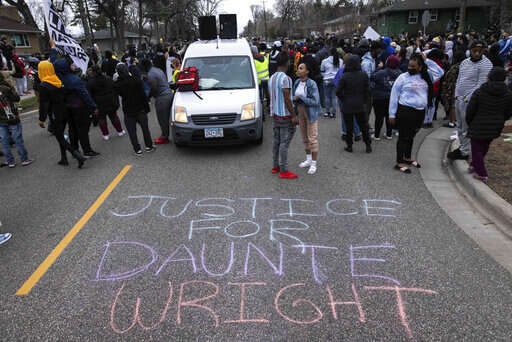 Police: Minnesota officer meant to draw Taser, not handgun before shooting Daunte Wright